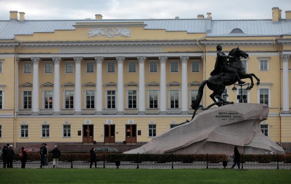 Путин предложил запретить игнорировать толкования Конституционного суда