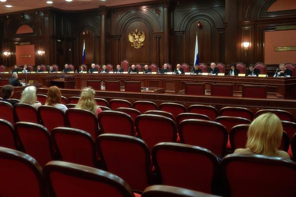 КСзапретил пересматривать вступившие всилу решения наосновании определений коллегийВС