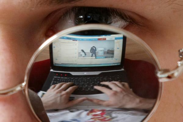 Российские власти решили подчинить интернет